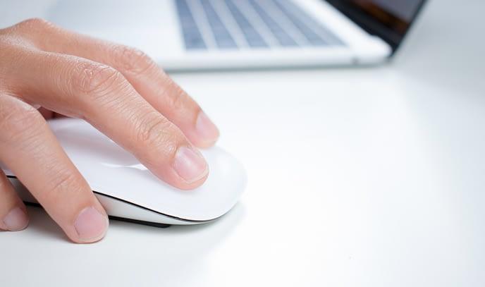 Hand mit Computermaus